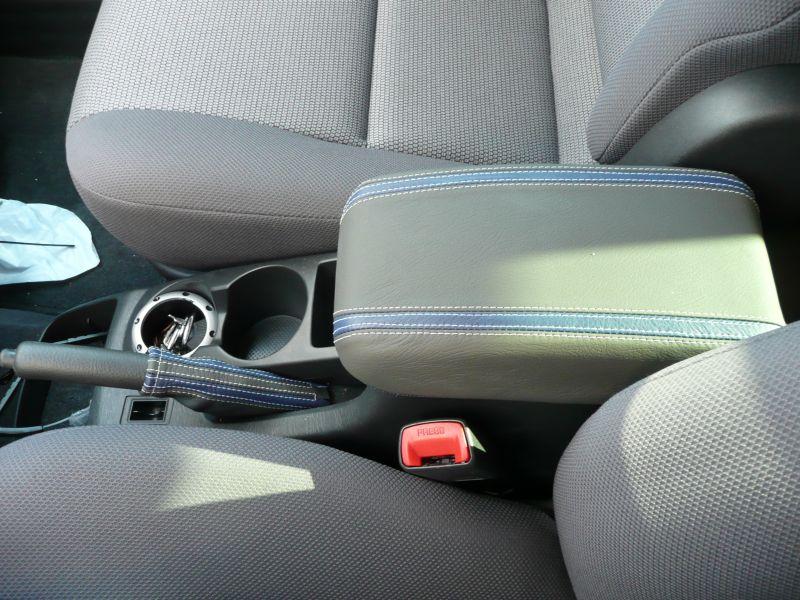 2003 08 Pontiac Vibe Shift Boot Amp Steering Wheel Cover