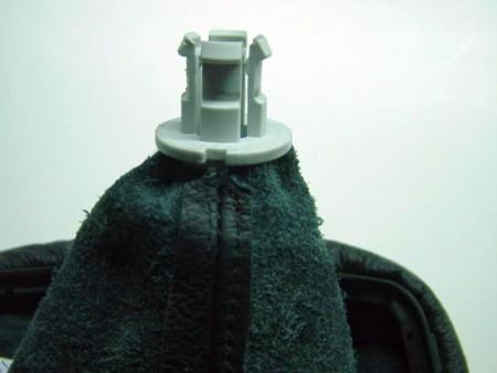 1999-10 Volkswagen New Beetle shift boot installation
